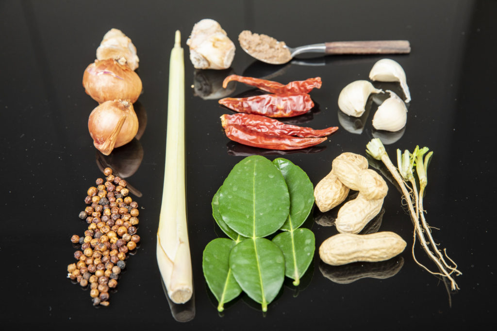 Curry Paste Zutaten | Foto (c) Julian Kutos